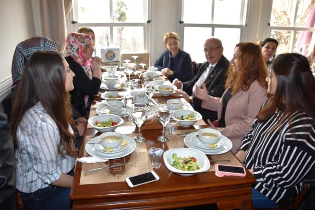 Başkan Albayrak Yunanistan İskeçe Türk Birliği Kadın Kolları Üyeleriyle Buluştu