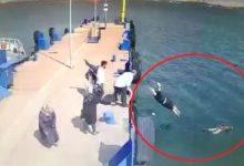 Photo of İskeleden Denize Atlayan Kadını Gemi Görevlisi Kurtardı